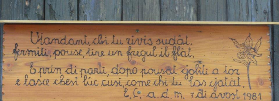 09-bivacco Lander-scritta sulla porta